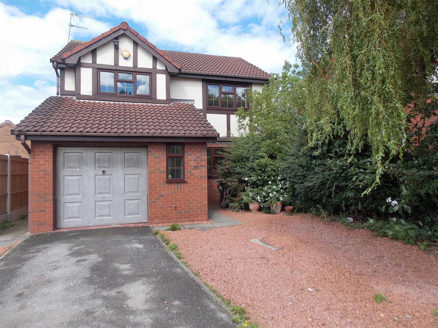 4 Bedrooms Detached House for sale in Elgar Drive, Long Eaton